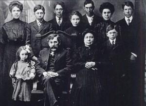 Whiting Family, April 1908. Front row: Louise, Edward, Sr., Mary Herman, William; Back row: Nellie, Jacob, David, Mary, Edward Jr., Harriet, Thomas